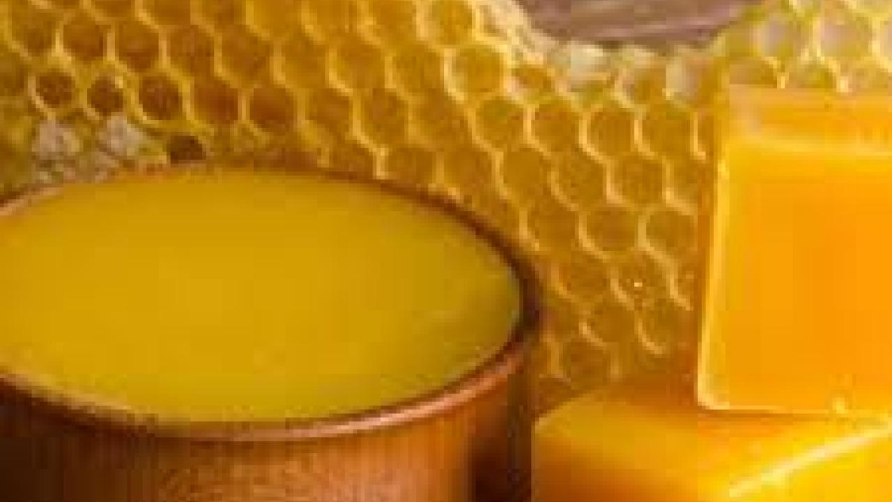 The E. L. Niño Bee Lab is offering a wax working class at the Bee Biology Facility at UC Davis on December 7th, 2019 from 8:45am - 5pm.     This class is perfect for the hobby and sideline beekeeper and for other individuals interested in learning the basics of working with wax.